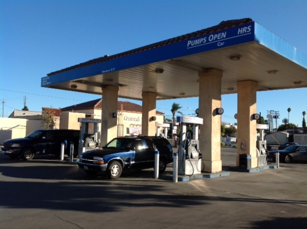 Spacious gasco station mini mart auto repair biz for Family motors santa maria ca